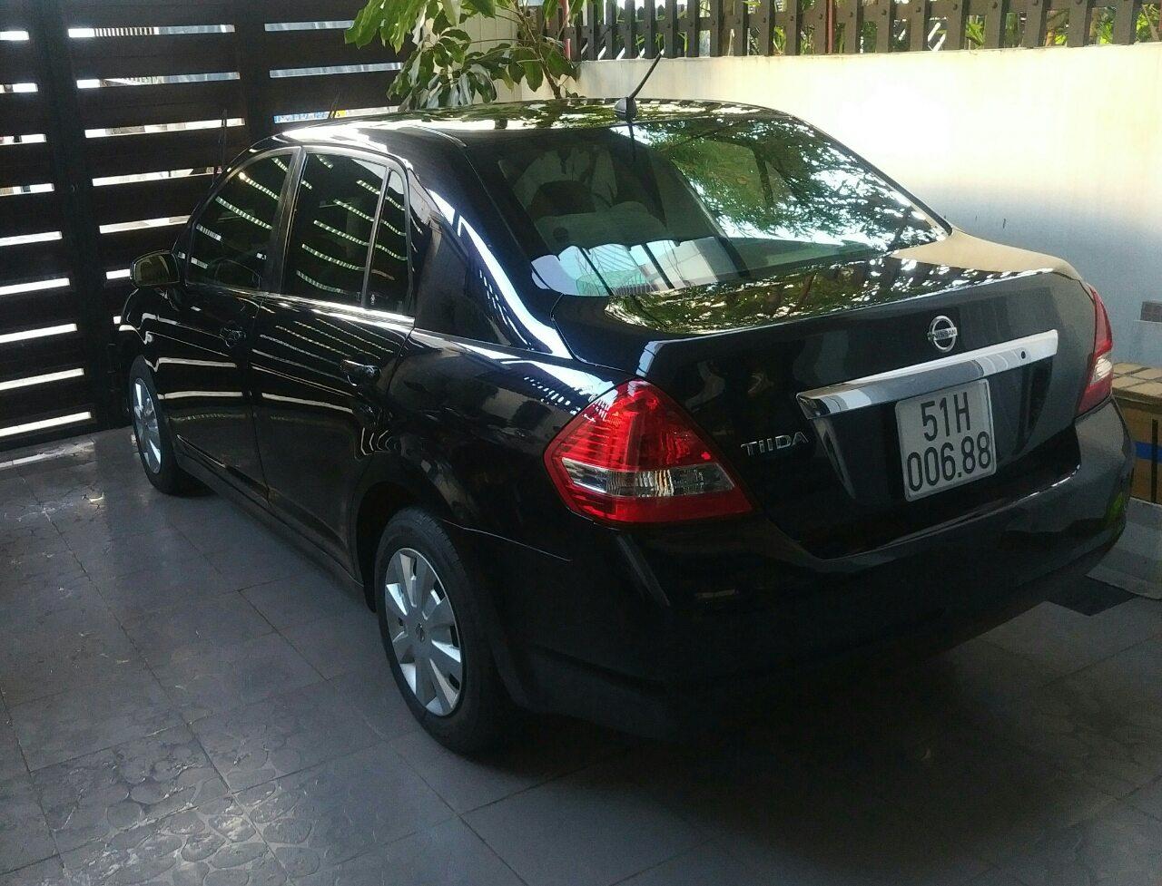 Nissan 4 seats